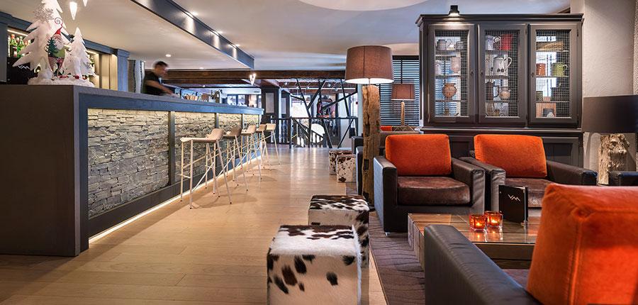 Village montana suite bar & lounge
